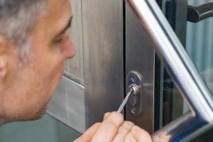 Comment entretenir une porte en aluminium ?