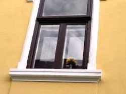 Fenêtre sans volets, barreaux ou non ?